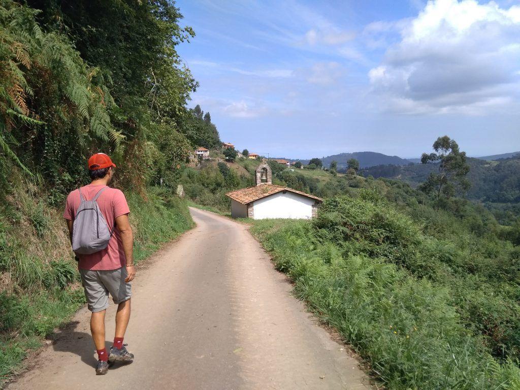Ermita por el camino