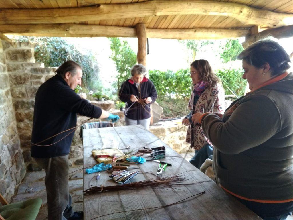 Taller de cestería, grupos pequeños